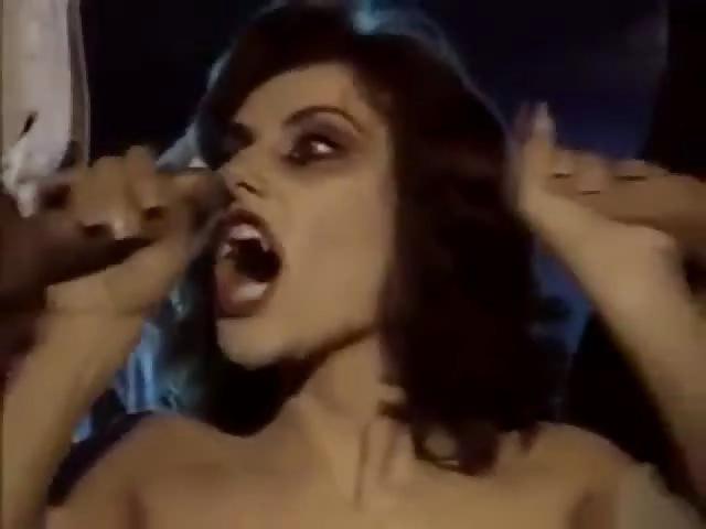Peliculas porno de vampiras tetonas Ve Al Veterano Ron Jeremy En Una Porno De Vampiros Pampaporno Com